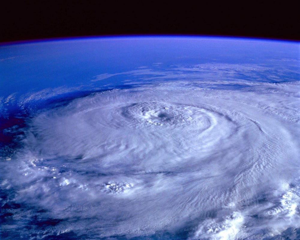hurricane-earth-satellite-tracking-71116